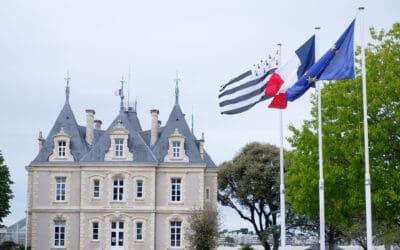 Le drapeau breton toujours devant la mairie